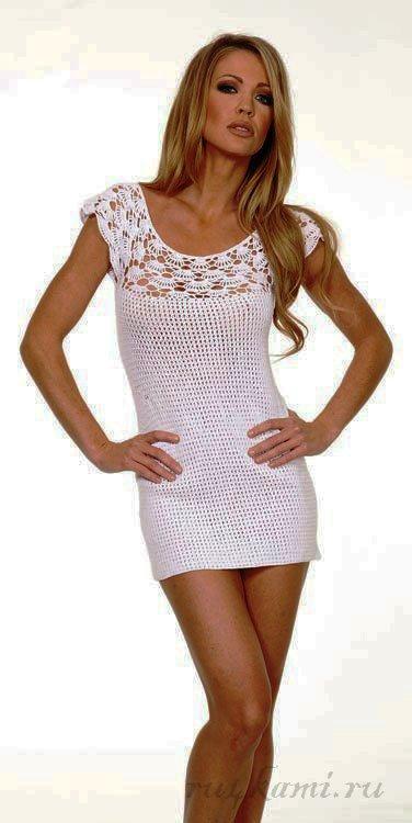 Короткое вязаное платье крючком